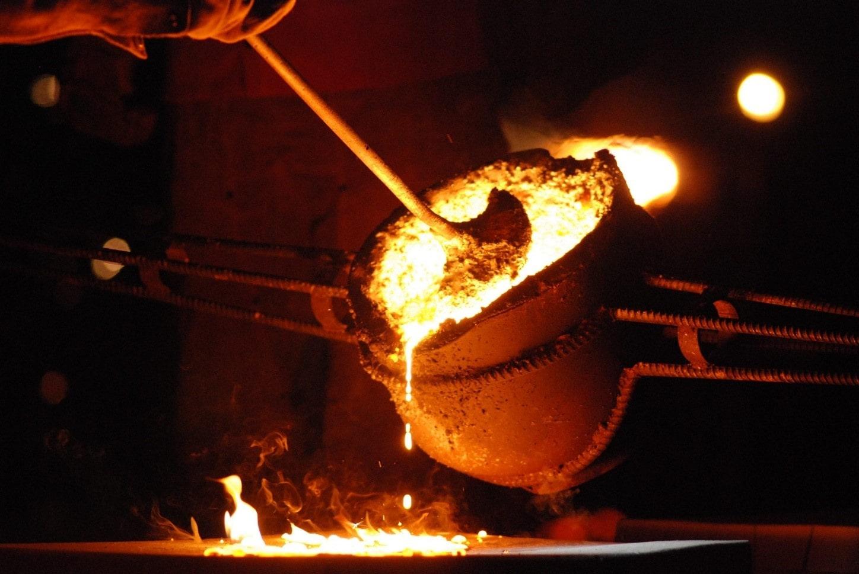 بررسی نقطه ذوب فولاد و آهن